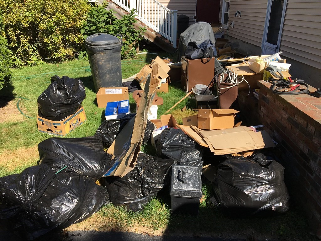 junk & trash cleanout pics | Trash Removal RI Junk Removal S… | Flickr